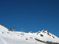 Bahn aufs Hockenhorn unter blauem Himmel