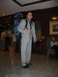 Prof. Bouillon vor der Besteigung des Westin Towers