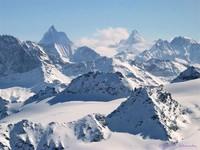 Blick vom Mont Fort (ESE), im Hintergrund Matterhorn (4478 m) und Punta Carrel (3841 m)