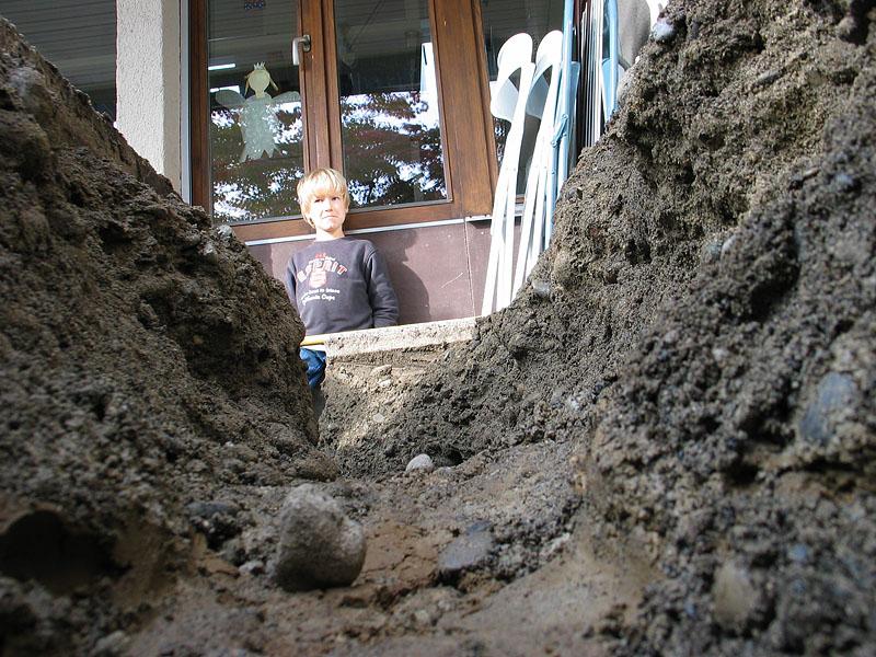 noch ist die notwendige Tiefe unter dem Gartensitzplatz nicht erreicht