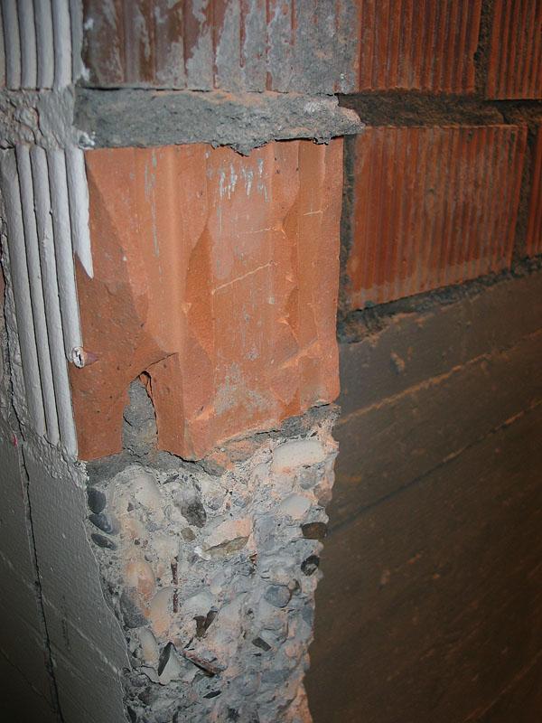 die Mauer muss noch verputzt werden