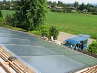 Spenglerarbeiten um das Kollektorfeld und wieder Eindeckung des Daches fehlen noch